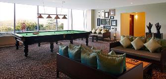 Dakota lounge3